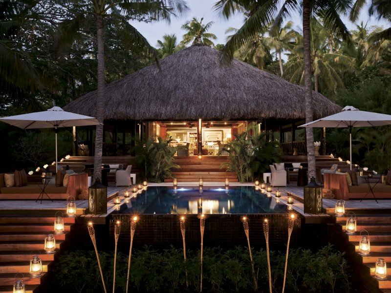 The-main-bure-pavilion-at-Dolphin-Island-in-the-evening-3218_Rotator.635466516595744279